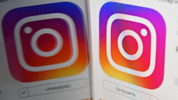 Иконка социальной сети Instagram на экране смартфона - Sputnik Абхазия