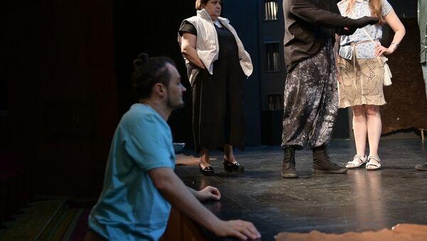 Прогнали Широколобого: как в РУСДРАМе проходят репетиции премьеры спектакля по Искандеру - Sputnik Абхазия