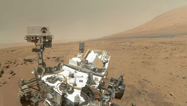 NASA's Curiosity rover has found the first evidence of liquid water on Mars, a significant step in the search for past life on the red planet. - Sputnik Аҧсны