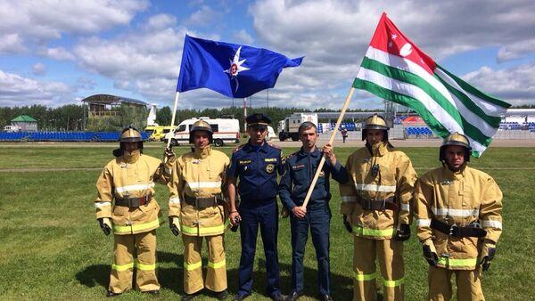 Служащие МЧС Абхазии на Международном салоне Комплексаная безопасность-2018 - Sputnik Абхазия