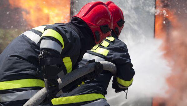 Пожарные работают на месте происшествия - Sputnik Аҧсны