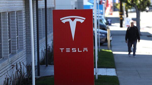 Вывеска компании Tesla - Sputnik Аҧсны