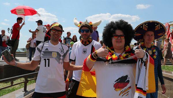 Болельщики перед матчем ЧМ-2018 по футболу между сборными Германии и Мексики - Sputnik Абхазия