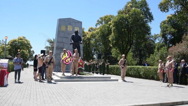 Литургия и военный марш: как отметили День российского миротворца в Сухуме - Sputnik Абхазия