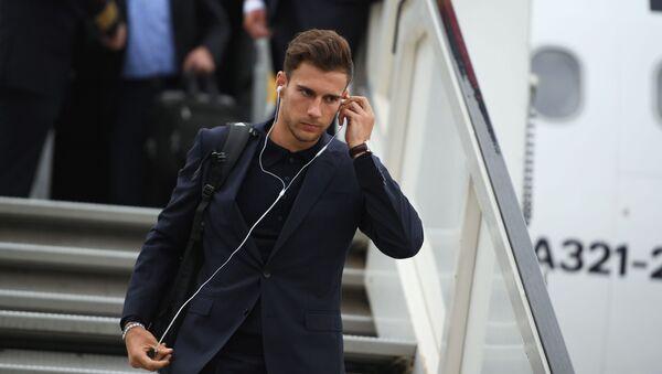 Игрок сборной Германии Леон Горецка, прилетевшей для участия в чемпионате мира по футболу FIFA-2018, в аэропорту Внуково - Sputnik Абхазия