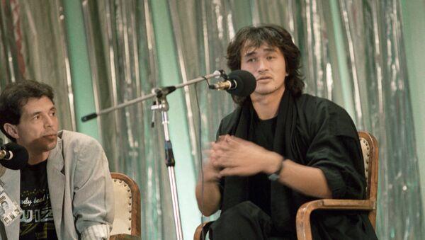 Виктор Цой на пресс-конференции - Sputnik Абхазия