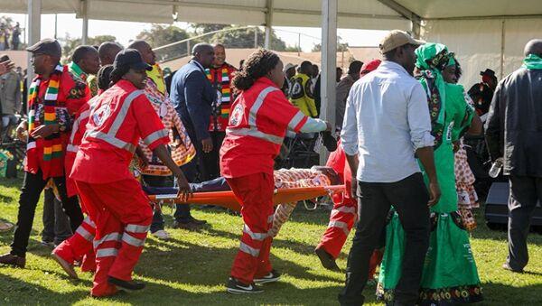 Эвакуация пострадавших в результате взрыва на стадионе в городе Булавайо - Sputnik Абхазия