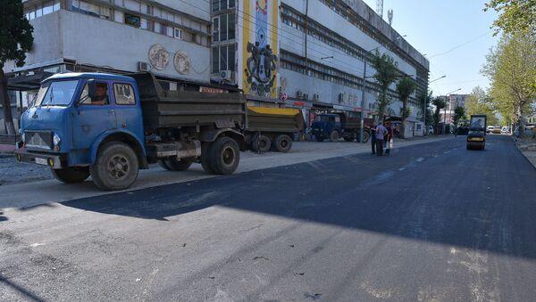Укладка асфальта по ул. Имама Шамиля - Sputnik Абхазия