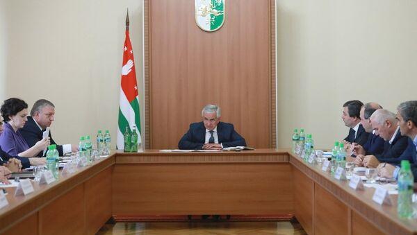 Президент Республики Абхазия Рауль Хаджимба провел совещание с главами городов и районов - Sputnik Аҧсны