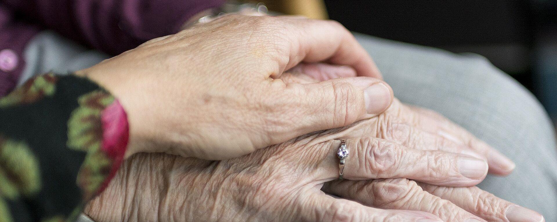 Руки пожилой женщины - Sputnik Аҧсны, 1920, 12.09.2021