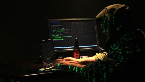 Хакер работает над взломом компьютерной программы - Sputnik Аҧсны
