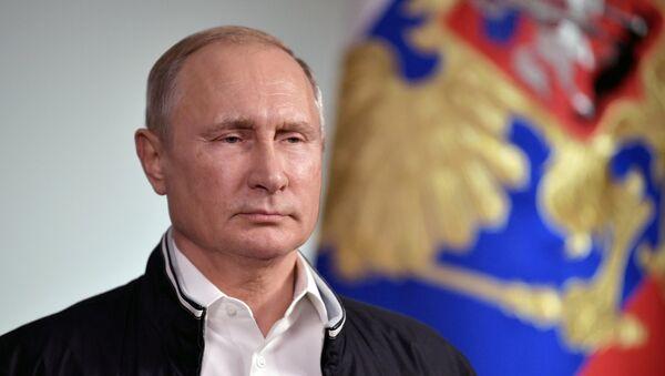 Обращение президента РФ В. Путина к выпускникам российских школ - Sputnik Абхазия