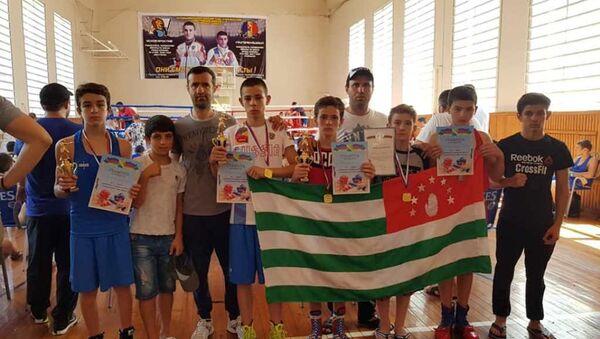 Четыре золотых и две серебряные медали завоевали молодые боксеры из Абхазии на соревнованиях в Туапсе - Sputnik Абхазия