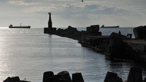 Вид на акваторию Невельского залива у берегов города Холмска. - Sputnik Аҧсны