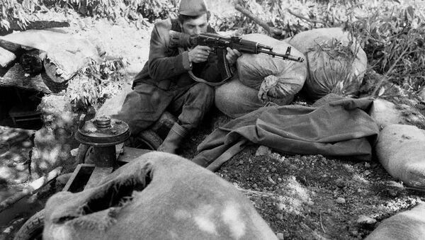 Боец абхазской армии - Sputnik Аҧсны