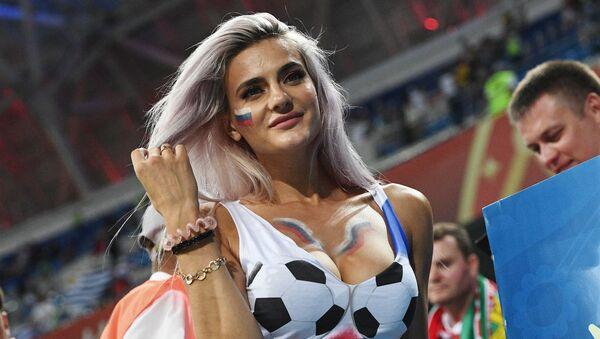 Болельщица на матче 1/8 финала чемпионата мира по футболу между сборными Уругвая и Португалии - Sputnik Абхазия