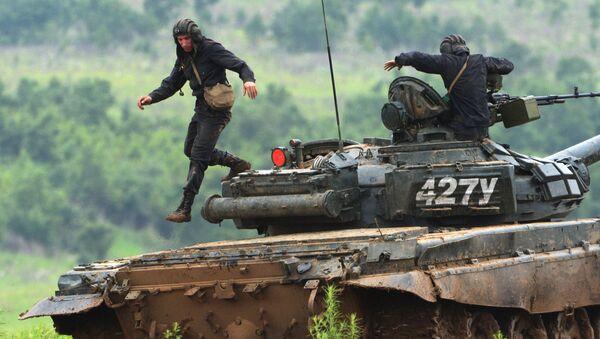 Экипаж танка Т-72. Архивное фото - Sputnik Аҧсны