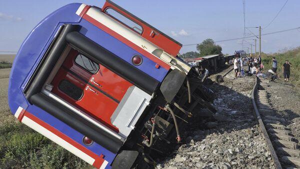 перевернутый поезд вблизи деревни Текирдаг в Турции, 8 июля 2018 - Sputnik Абхазия