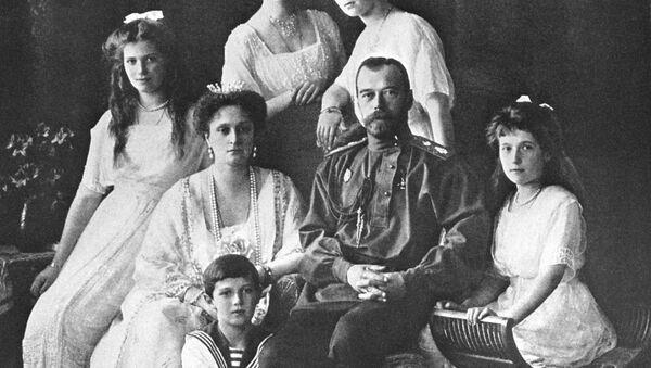 Царь Николай II с семьей - Sputnik Абхазия