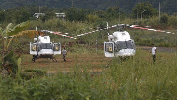 Вертолеты рядом с затопленной пещерой Тхам Луанг в Таиланде - Sputnik Аҧсны
