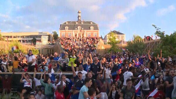Как французские болельщики праздновали победу над сборной Бельгии - Sputnik Абхазия