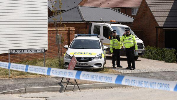 Полицейские у дома жертвы отравления нервно-паралитическим веществом Чарли Роули в Эймсбери - Sputnik Аҧсны