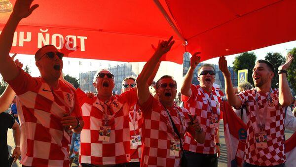Болельщики перед матчем ЧМ-2018 по футболу между сборными России и Хорватии - Sputnik Абхазия