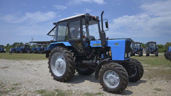 Передача Абхазии 190 единиц сельхозтехники и оборудования, 57 из которых тракторы от Министерства сельского хозяйства России состоялась в Гудауте в пятницу 20 июля. - Sputnik Аҧсны