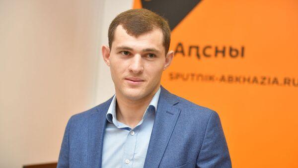 Батал Чежия на пресс-конференции в Sputnik Абхазии - Sputnik Аҧсны