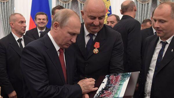 Церемония вручения президентом РФ В. Путиным госнаград членам сборной России по футболу - Sputnik Абхазия