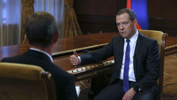 Интервью премьер-министра РФ Д. Медведева газете «Коммерсантъ» - Sputnik Абхазия