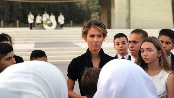 Первая леди Сирии Асма Асад (в центре) во время встречи с семьями погибших в САР офицеров России. - Sputnik Аҧсны