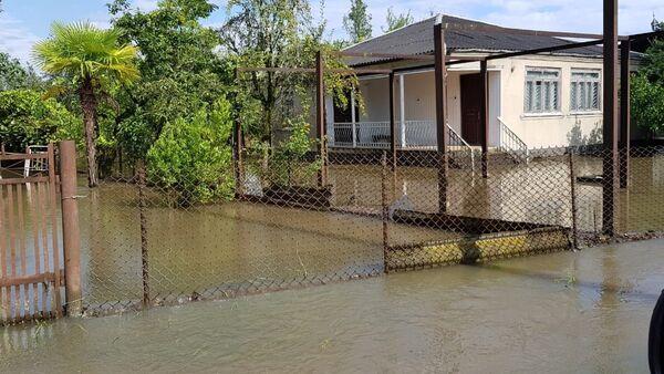 Более 30 домов подтопило в Гале во время ливня - Sputnik Абхазия