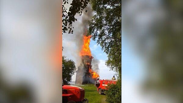 Огонь полностью уничтожил храм XVIII века в Карелии - Sputnik Абхазия