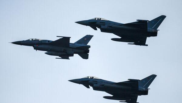 Истребители F16  и Eurofighter Typhoon - Sputnik Аҧсны
