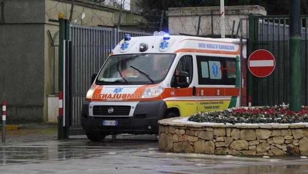 Автомобиль скорой помощи в Италии - Sputnik Аҧсны