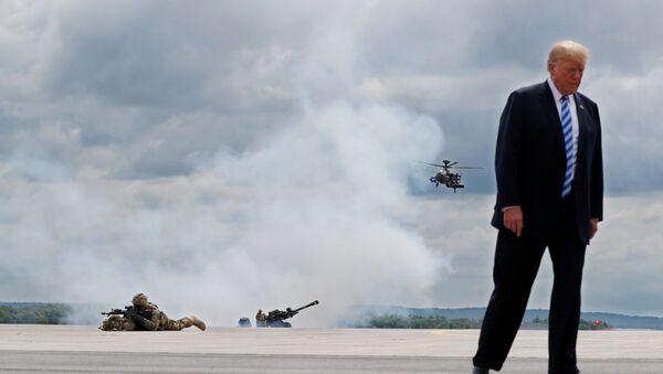 Президент США Дональд Трамп во время посещения военной базы Форт-Драм - Sputnik Аҧсны