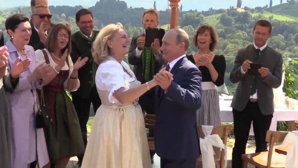Путин на свадьбе главы МИД Австрии Кнайсль - Sputnik Абхазия