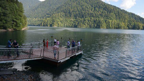 Двухдневная Международная конференция 10 лет признания: итоги и перспективы на даче Сталина на озере Рица - Sputnik Абхазия