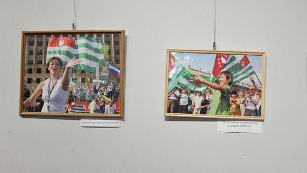 Фотовыставка Ибрагима Чкадуа и Владимира Попова посвященная десятилетию признания независимости - Sputnik Аҧсны