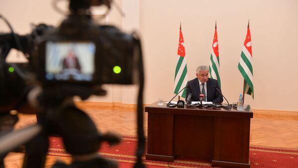 Пресс-конференция президента Рауля Хаджимба по итогам полугодия - Sputnik Абхазия