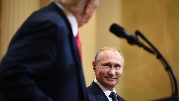 Президент США Дональд Трамп и президент России Владимир Путин на совместной пресс-конференции - Sputnik Абхазия