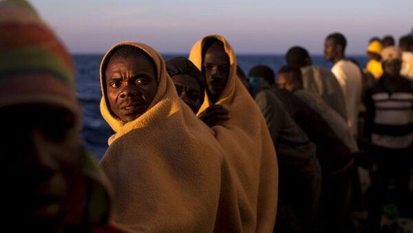 Мигранты на испанском спасательном судне - Sputnik Абхазия
