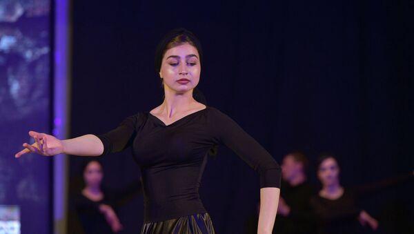 Участница танцевального ансамбля. Архивное фото - Sputnik Аҧсны