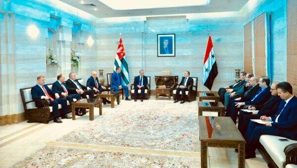 Президент Республики Абхазия Рауль Хаджимба встретился с Премьер-министром Сирии Имадом Хамисом - Sputnik Аҧсны