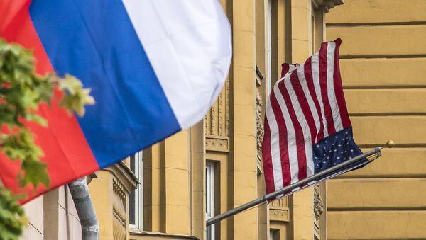 Флаги США и России - Sputnik Абхазия