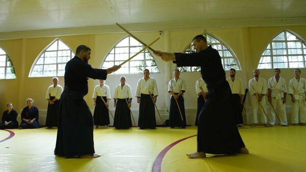 Деревянные палки  и философия: смотрите, как  в Абхазии самураев готовят к «войне» - Sputnik Абхазия