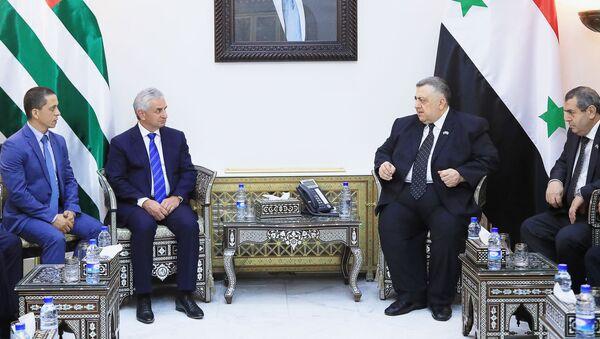Президент Республики Абхазия Рауль Хаджимба встретился со Спикером Народного Собрания Сирии Хаммудом ас-Сабаг - Sputnik Аҧсны