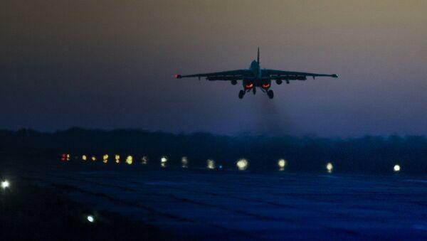 В Абхазии в ночных условиях РСЗО Град и бомбардировщики Су-25 ЮВО уничтожили заглубленные штабы боевиков на учениях - Sputnik Аҧсны