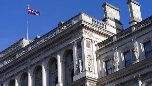 Флаг Великобритании на крыше Министерства иностранных дел и по делам Содружества в Лондоне. - Sputnik Абхазия